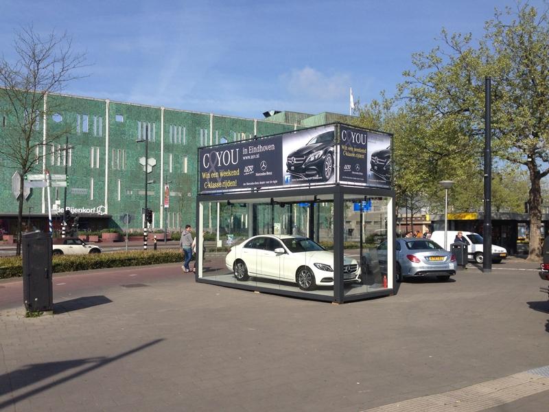 Mercedes Communits glazen box